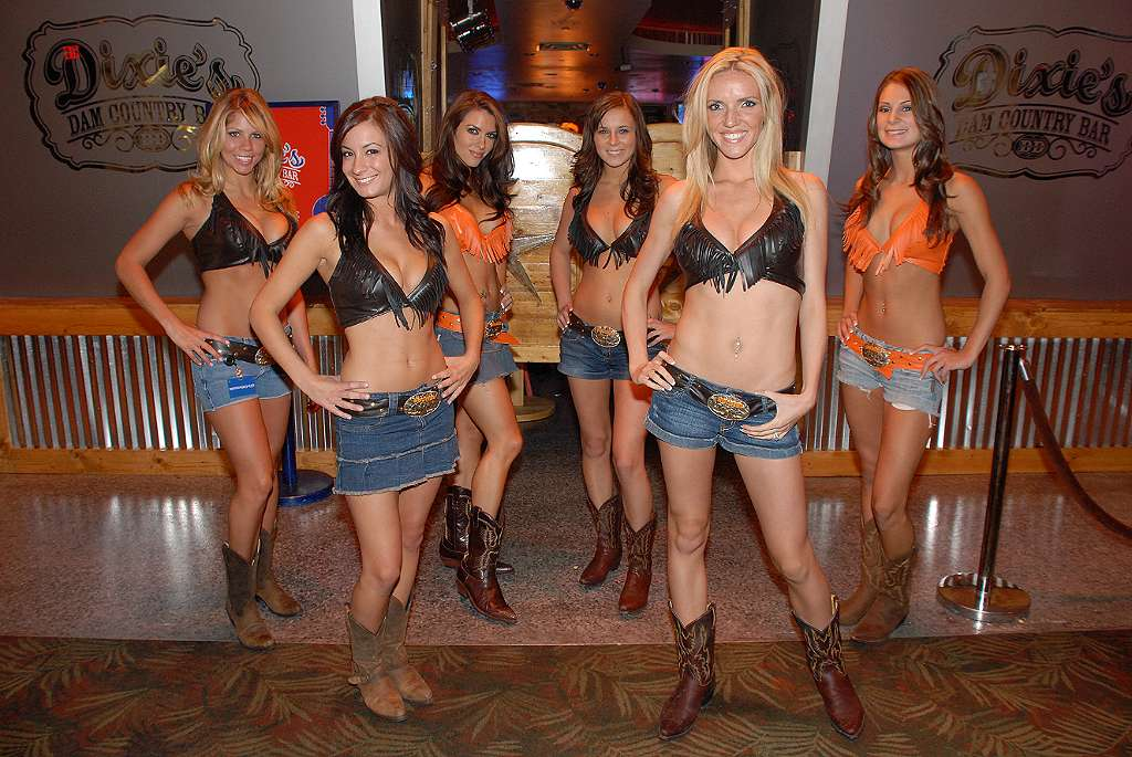 hooters casino free play